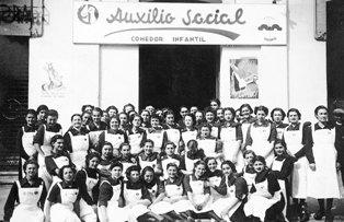 Menjadors infantils de «Auxilio Social» a la Unió Coral de Sant Feliu de Llobregat,