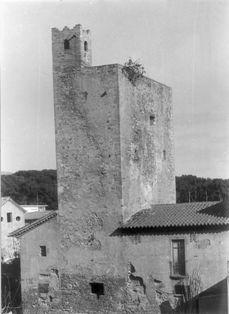 Visió de la torre medieval de la presó.