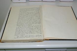 Llibre d'actes de les sessions del consistori de Sant Feliu de Llobregat on s'observen les pàgines retallades a partir del 18 de juliol de 1936. ACBL Fons de l'Arxiu Comarcal del Baix Llobregat